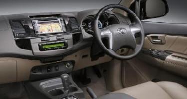 Harga dan Spesifikasi Toyota Fortuner 2013 - interior
