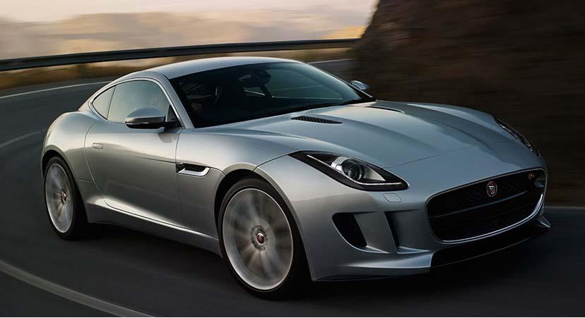 Jaguar F-TYPE S Coupe mobil bertenaga 380 HP