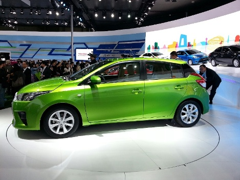 gambar Toyota All new yaris 2014 hijau