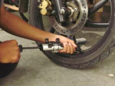 Tips Cara Merawat Ban Motor Agar Awet