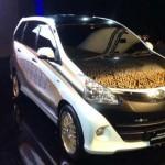 modif eksterior mobil toyota avanza warna batik