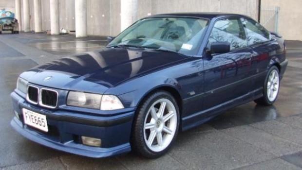 mobil bekas 50 jtan BMW 1994 320i