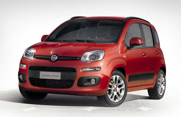 Fiat Panda mobil mpv irit bensin warna merah
