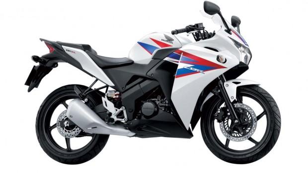 Motor sport nyaman Honda CBR 150 Fi Rp 29 jutaan