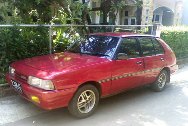 Mobil bekas jadul warna merah Mazda MR 90 hatchback 1989