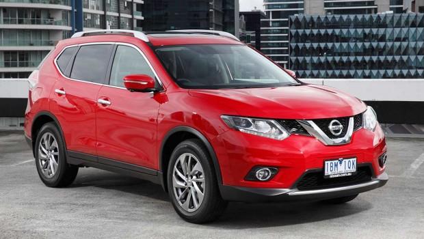 Model terbaru Nissan X-Trail warna merah tahun 2014