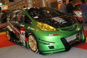 Honda Jazz Tema Sporty warna hijau