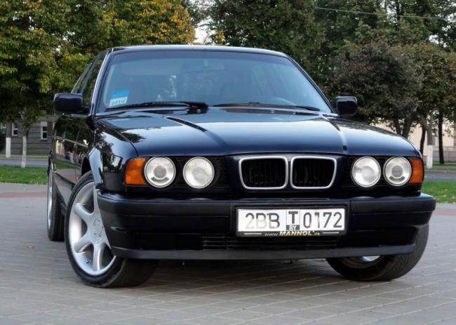 Gambar BMW 520i E34 1995 hitam harga 50 jutaan saja