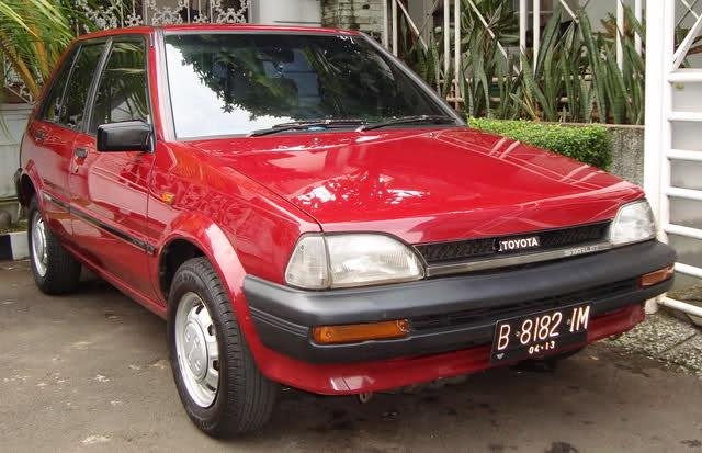 Toyota starlet XL 90 an warna merah