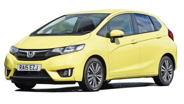 Mobil honda jazz warna kuning 1300 cc