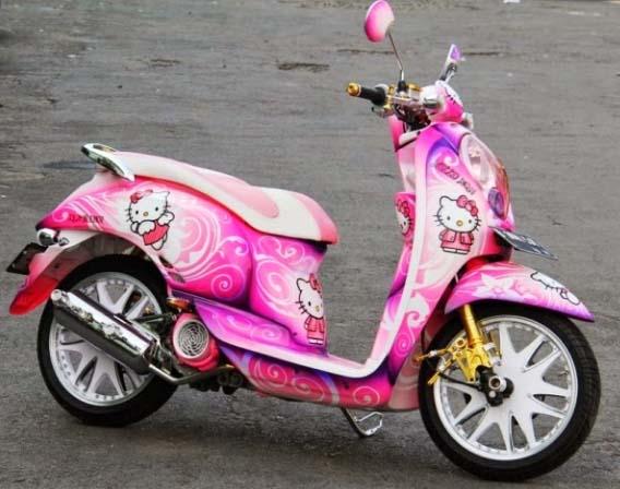 Modifikasi Motor Scoopy gambar helo kitty pink